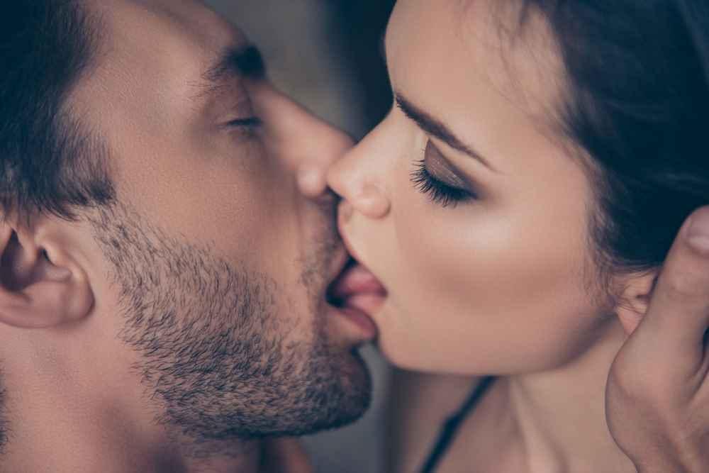 besos-en-la-boca-con-escorts_1