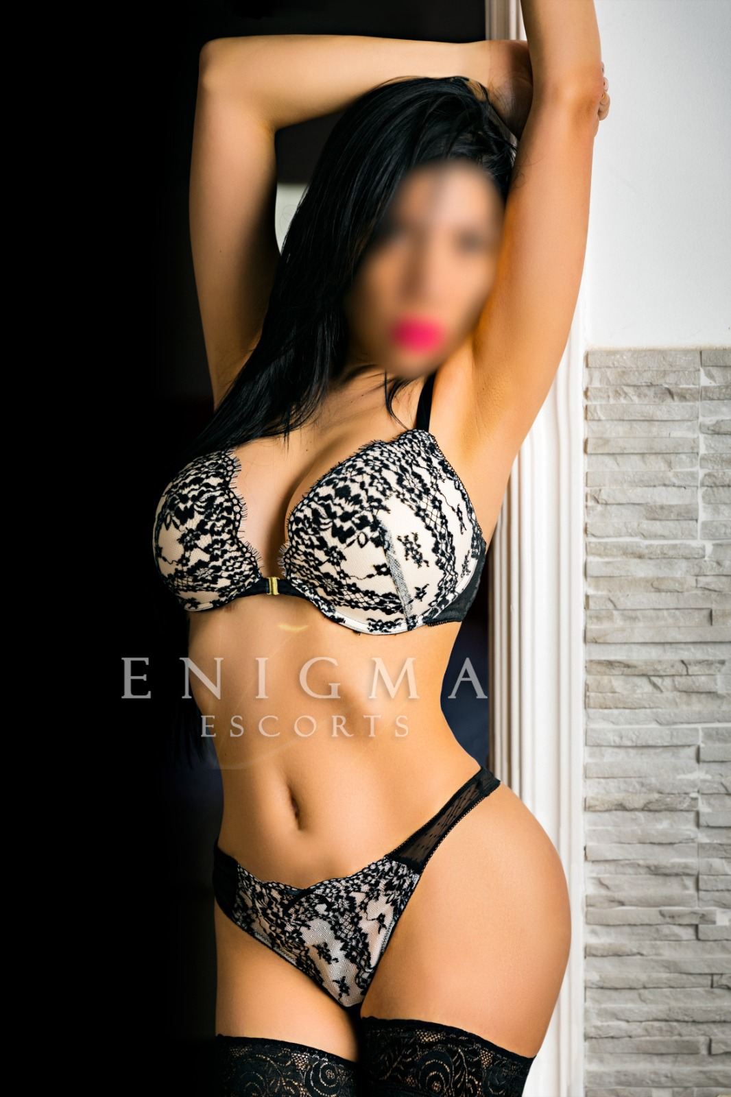 escort morena latina francés